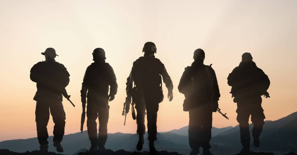 4 army men